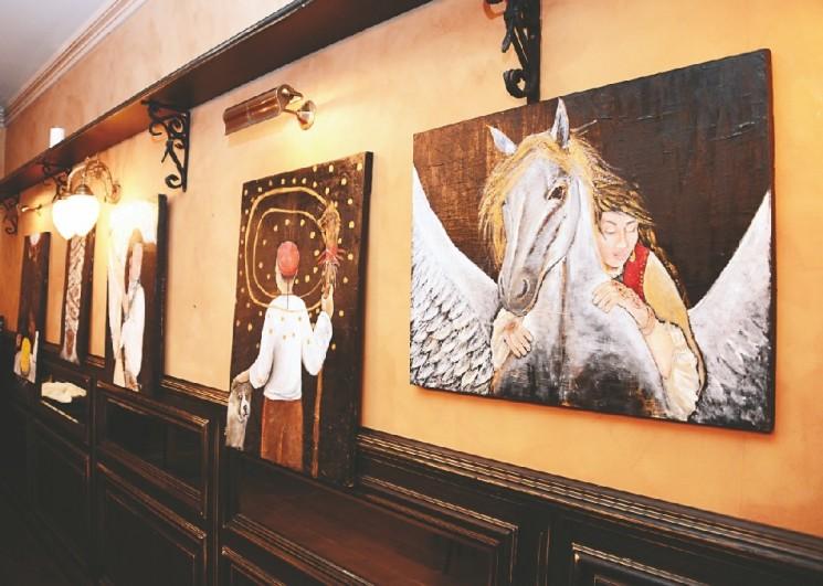 Выставка Акмарал Абулхаир «Наша Готика»