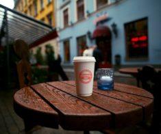 Возьми с собой: 10 мест с кофе на вынос