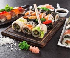 5 сервисов по доставке суши и пиццы со скидкой в Алматы
