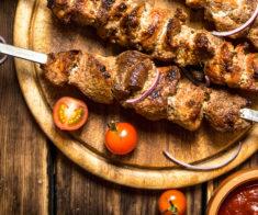 4 места в Алматы, где готовят вкусный шашлык