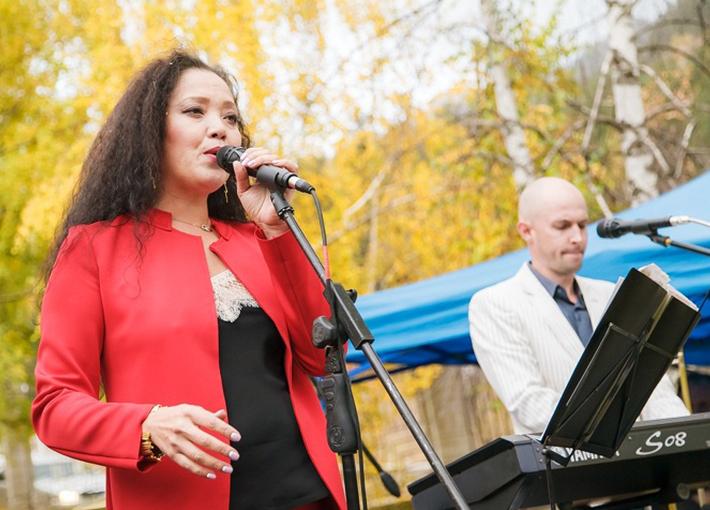 Гаухар Саттарова и группа STEPS Premium