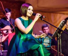 Концерт Дильназ Ахмадиевой на аллее Esentai Square