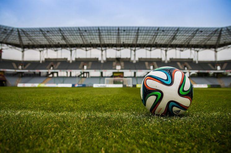 Футбольная лига среди женских и мужских дворовых команд