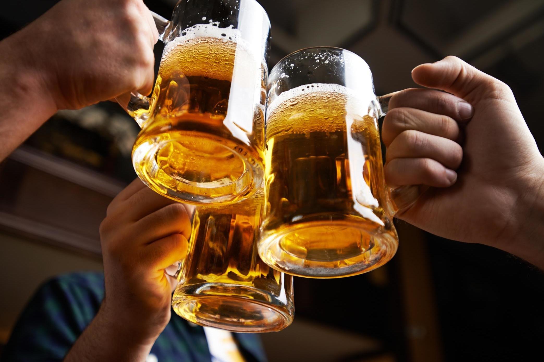 В Минздраве рассказали, сколько алкоголя в день можно выпивать (+)