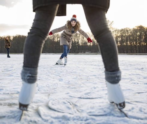 Где покататься на коньках в Алматы