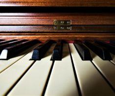 Фортепианный дуэт Асель Аяпбергеновой и Сабины Амангельдиной