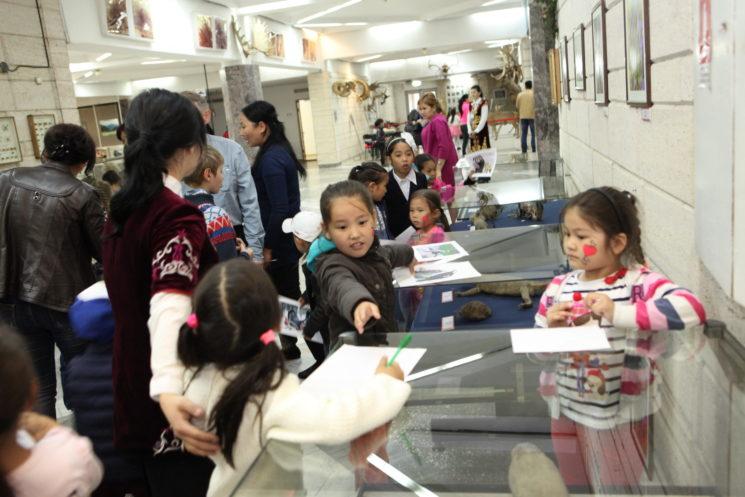 Выставка детского творчества «В мир природы Казахстана»