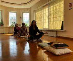 Йога-практика «Круг Ом Чантинг»