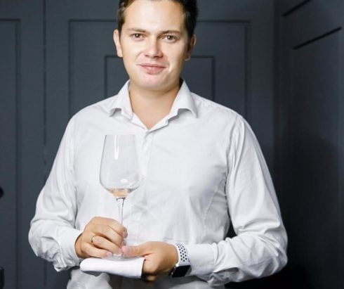 Интервью с сомелье Артемом Лебедевым о том, как выбрать хорошее вино