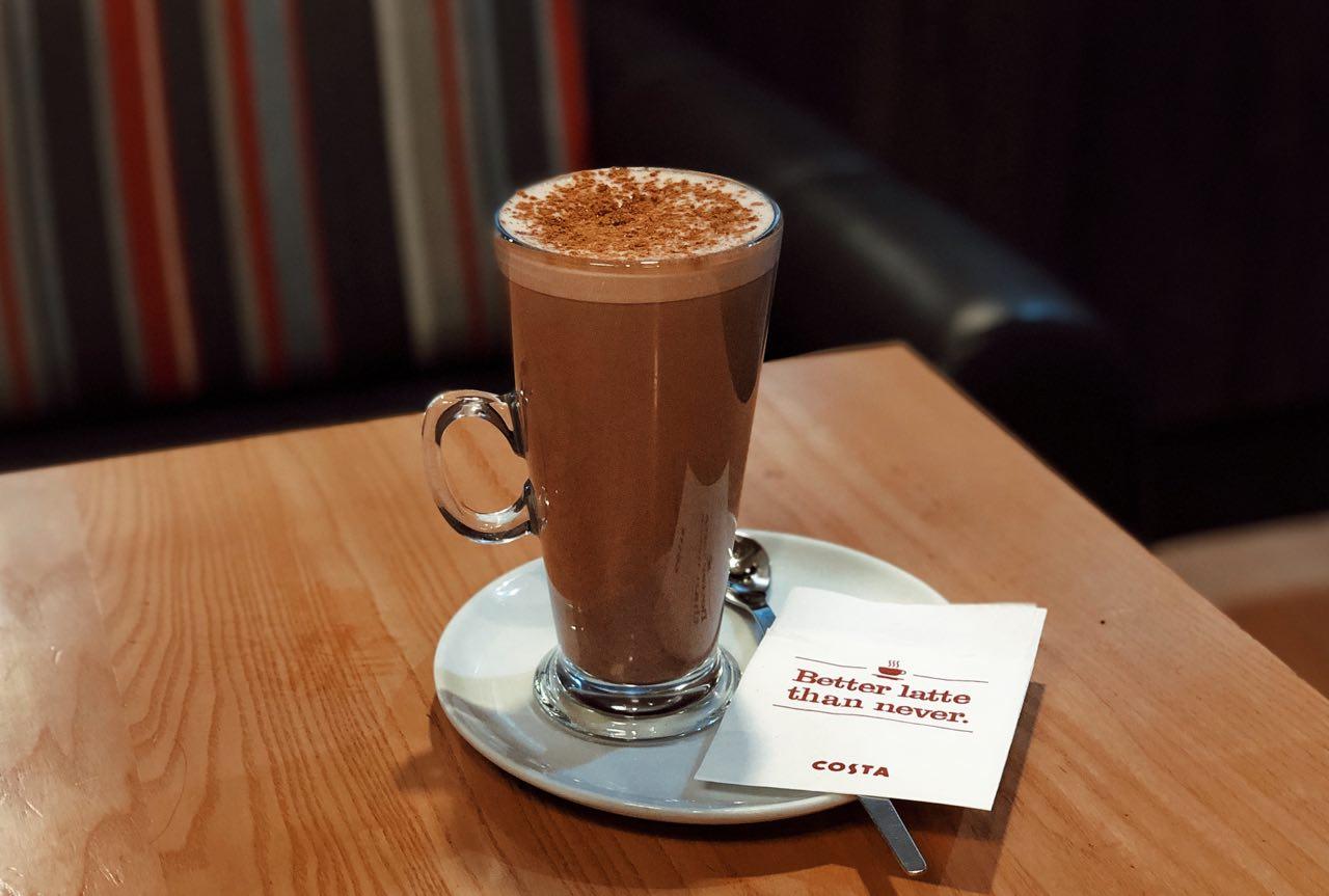 pryanyj-goryachij-shokolad-v-costa-coffee