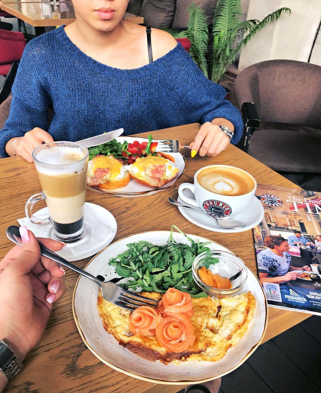omlet-s-lososem-v-double-coffee