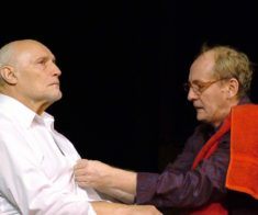 Онлайн-трансляция спектакля «Саранча»