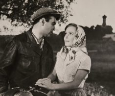Онлайн-выставка «Стоп-кадр: советские фильмы в рекламных фотографиях»