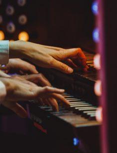 Органный онлайн-концерт в четыре руки и четыре ноги