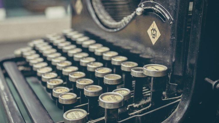 Онлайн-встреча с писателем и издателем Денисом Крюковым