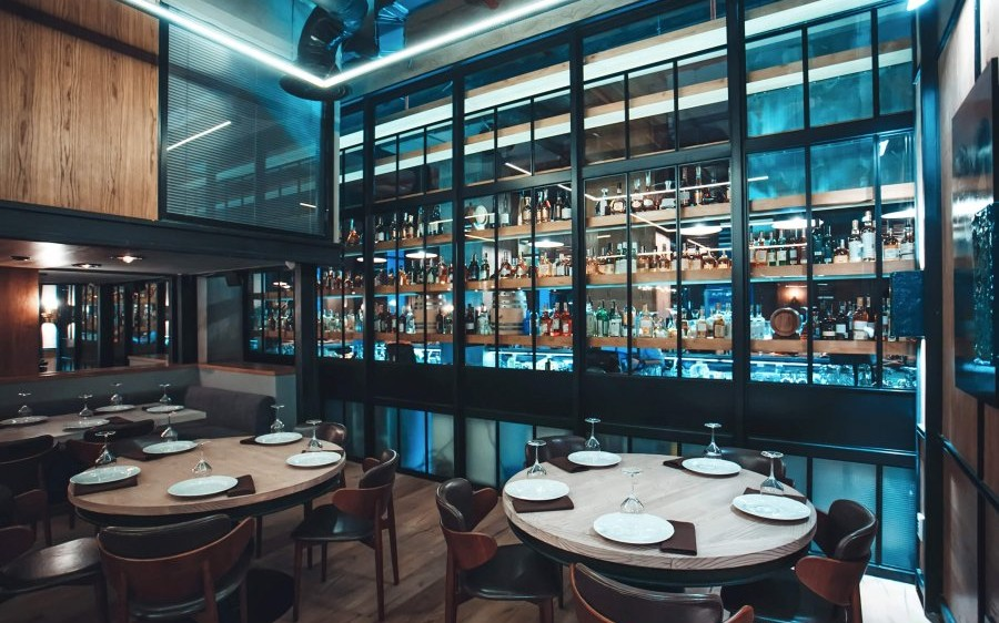 resto bar Indulge in expertly-prepared, market-fresh cuisine at bijou resto | bar, located inside the montreal airport marriott hotel bijou offers a warm and stylish ambiance to enjoy breakfast, lunch, dinner or snacks.