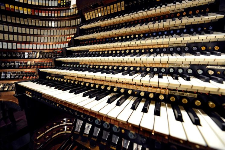The console of the Wanamaker Grand Court organ, which has six keyboards as well as a pedal board that is played with the feet, controls the world's largest playable pipe organ in the Macy's Center City Store in Philadelphia, Pennsylvania, January 15, 2009. Weighing 2.5 tons, it also has 729 color-coded tabs arrayed to either side that, when pushed, allow the organist to select which rank of pipes is played. Each rank represents a different sound the organ can produce. The instrument has been played every business day since John Wanamaker's new department store opened in 1911. REUTERS/Ray Stubblebine (UNITED STATES SOCIETY BUSINESS ENTERTAINMENT)