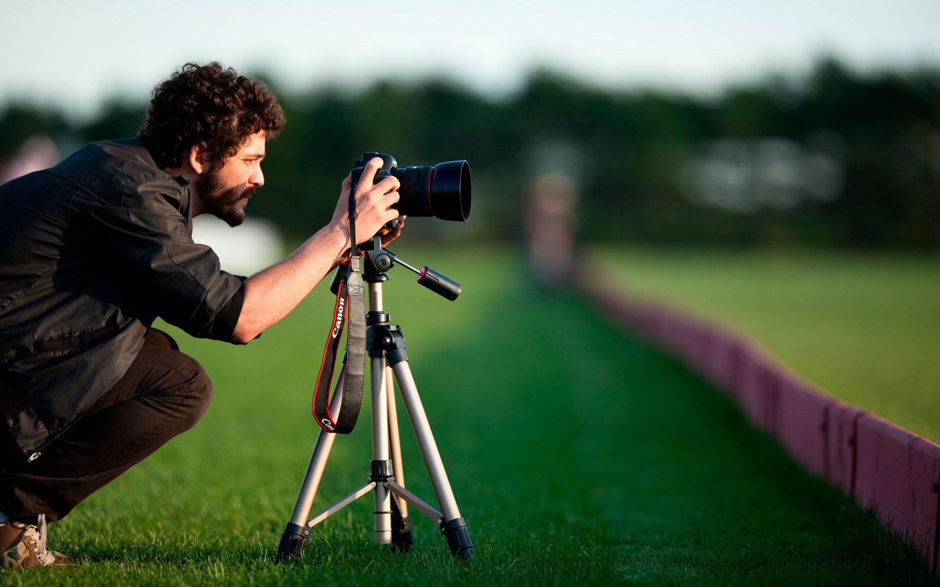 photography is an art The development of a photograph was an artform, as it required much precision, trial and error, and the desire to recreate reality in a single snapshot which begs the question: what differentiates fine art photography from photos of your trip abroad let's find out.
