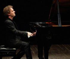 Концерт Andrea Lucchesini и симфонического оркестра РК