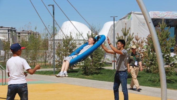 Покататься на качеле Astana