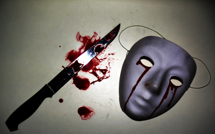 whispering_chris_mask_and_bloody_knife_by_mehranpersia-d6wg01x