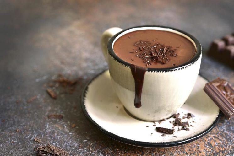 how-to-make-decadent-dark-hot-chocolate-13500-4495beedcd-1487823876