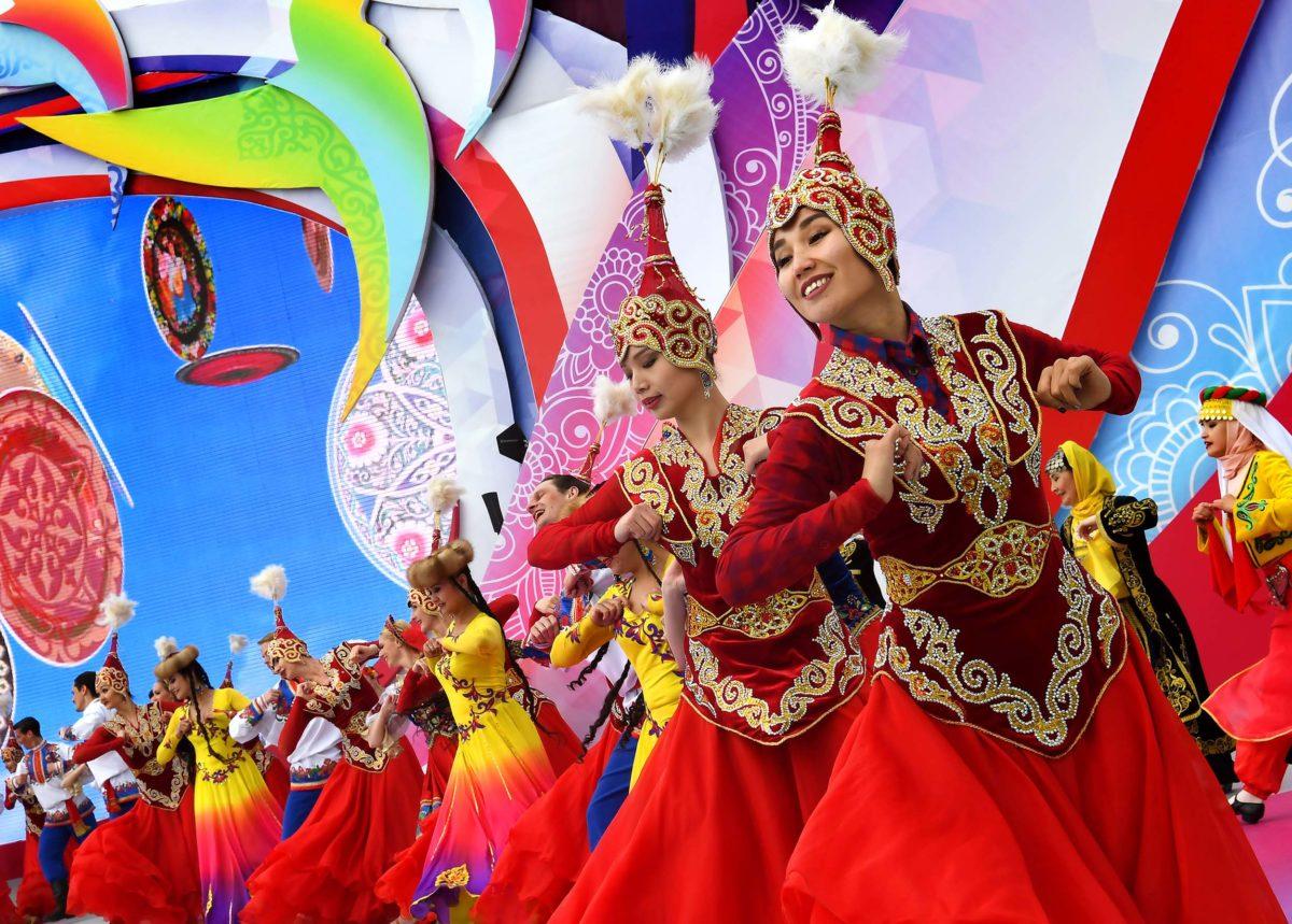 с праздником казахстанцы картинки