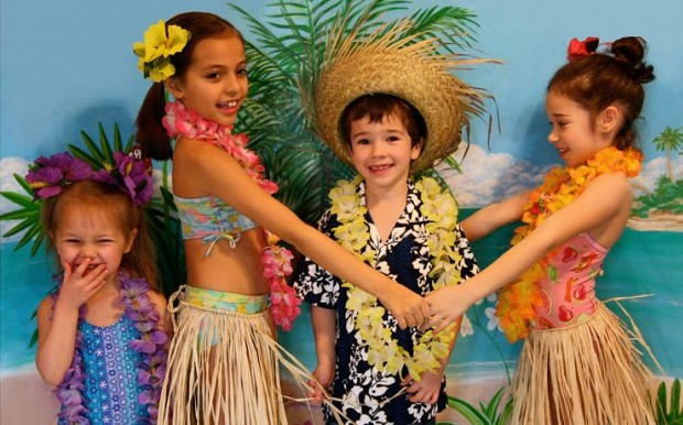 phoca_thumb_l_luau-party-ideas-3