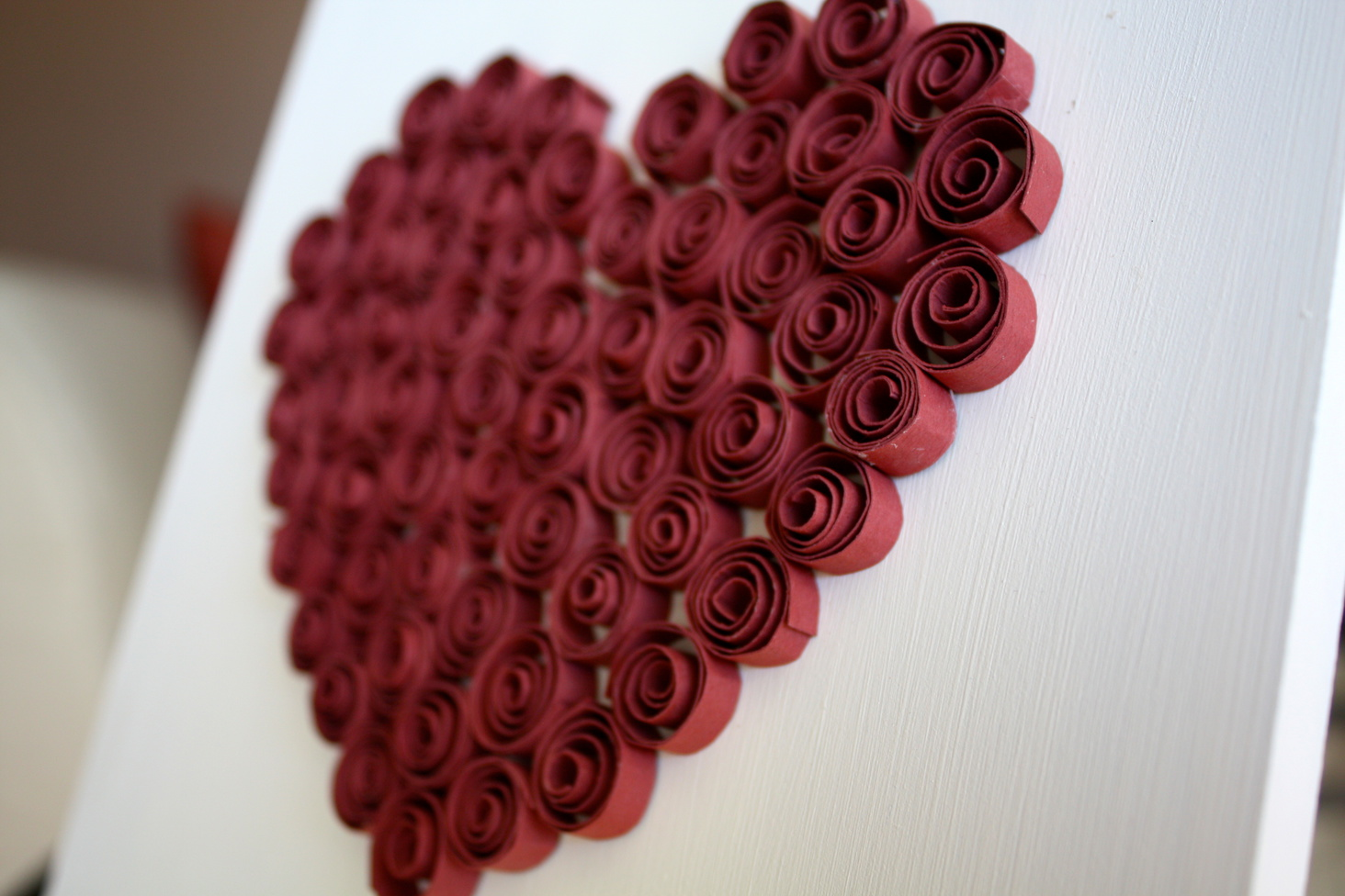 Сердце на открытке в технике квиллинг
