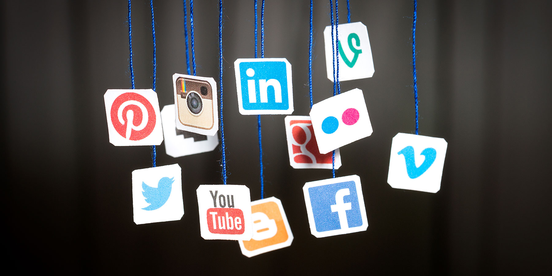 turns social media giants - HD1800×900