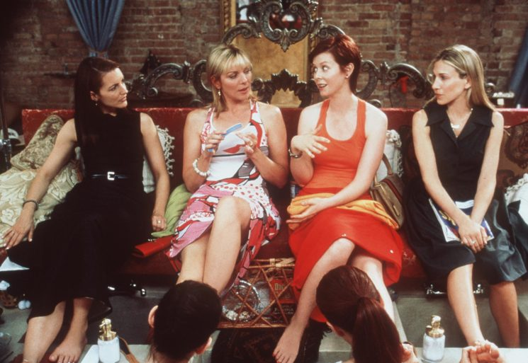 "374562 01: The cast of ""Sex And The City"" (""The Caste System"" episode). From l-r: Kristin Davis, Kim Cattrall, Cynthia Nixon and Sarah Jessica Parker. 1999 Paramount Pictures"